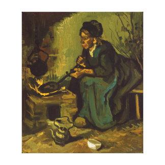 Cozinhar da mulher do camponês por uma lareira por impressão em tela