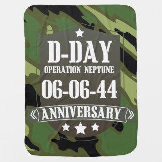 Crachá do aniversário do dia D com camuflagem Mantas De Bebe