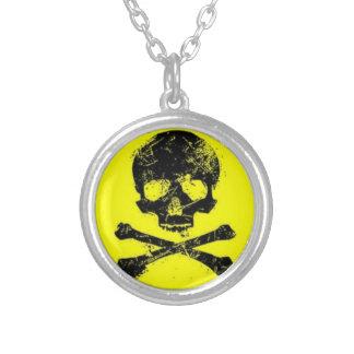 Crânio amarelo & colar de prata redonda de