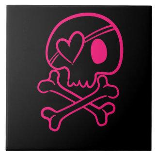 Crânio cor-de-rosa e Crossbones do coração Azulejo Quadrado Grande