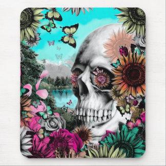 Crânio lunático da paisagem com floral mouse pad