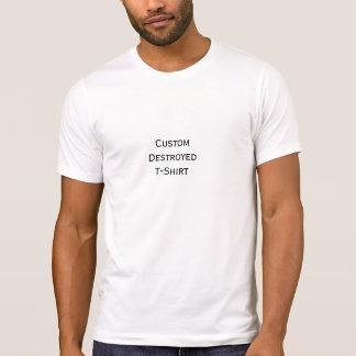 Criar o t-shirt destruído do costume dos homens na