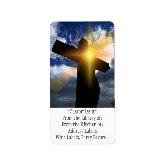Cruz cristã no serviço do nascer do sol da páscoa etiqueta de endereço