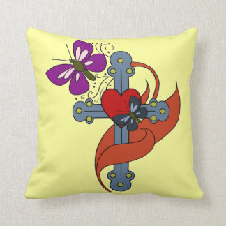 Cruz do coração e da borboleta travesseiro de decoração