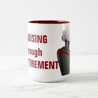 Cruzamento com a aposentadoria caneca de café em dois tons