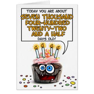 Cupcake do feliz aniversario - 20 anos velho cartão comemorativo