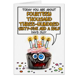 Cupcake do feliz aniversario - 39 anos velho cartão