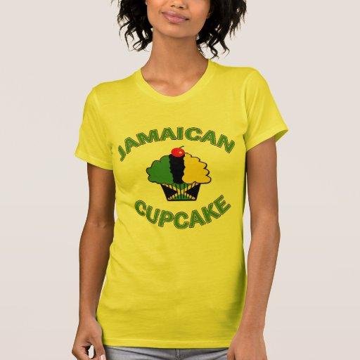 Cupcake jamaicano em cores jamaicanas camisetas