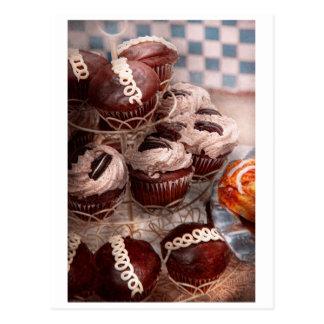 - Cupcake - montanha doce do cupcake Cartões Postais