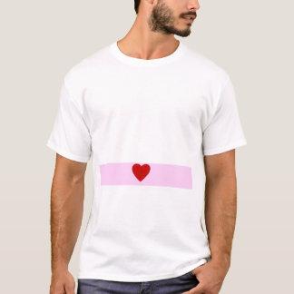 Curvatura cor-de-rosa do coração do olhar da camiseta