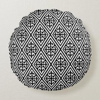 Damasco transversal medieval - preto e branco almofada redonda