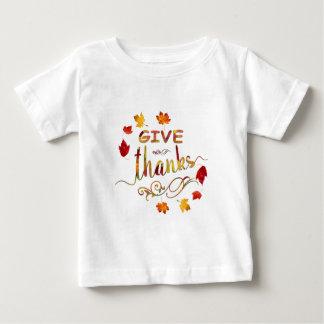 Dê a obrigados a queda monograma rústico da acção t-shirt