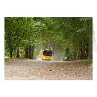 De volta à escola em um ônibus amarelo grande cartão comemorativo