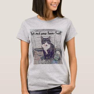 Deixe para fora seu gato interno! t-shirts