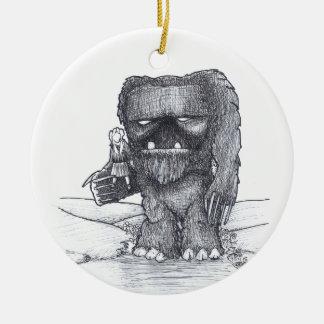 Desenho do troll e do companheiro ornamento de cerâmica redondo