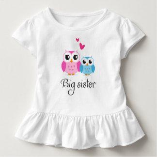 Desenhos animados bonitos do irmão mais novo da camisetas