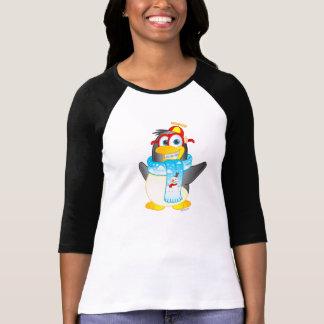 Desenhos animados do pinguim do balanço no Raglan Camisetas