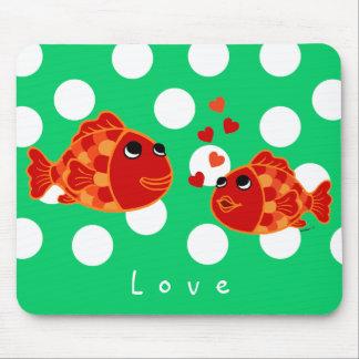 Desenhos animados engraçados do amor do peixe dour mouse pads