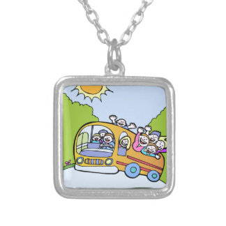 Desenhos animados felizes dos cavaleiros de ônibus colar banhado a prata