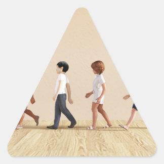 Desenvolvimento infantil com aprendizagem e jogo adesivo triangular