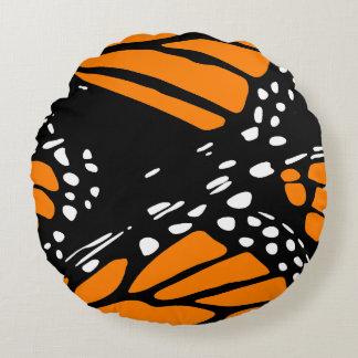 Design abstrato da borboleta de monarca almofada redonda