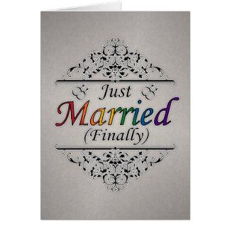 Design alegre do recem casados (finalmente) cartão comemorativo
