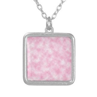 Design cor-de-rosa criado das nuvens colar com pendente quadrado