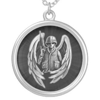Design do anjo do soldado colar com pendente redondo