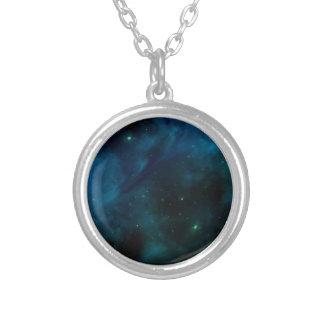 Design misterioso azul do espaço e das estrelas colar banhado a prata