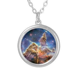Detalhe místico da montanha da nebulosa de Carina Colares