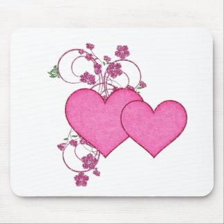 Dia dos namorados cor-de-rosa dobro do coração & d mouse pads