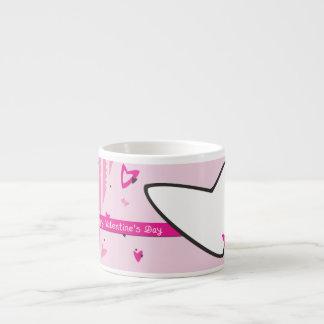 Dia dos namorados cor-de-rosa dos corações xícara de espresso