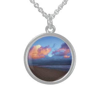 Dia tormentoso na praia colar de prata esterlina