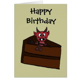 Diabo engraçado que senta-se no bolo de chocolate cartão comemorativo