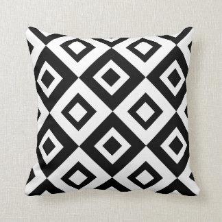 Diamante preto e branco travesseiro decorativo
