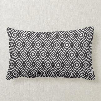 Diamantes preto e branco travesseiro de decoração