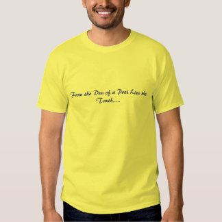Do antro de um poeta encontra-se a verdade ..... tshirts