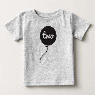 Do bebê cinzas da camisa | do aniversário em