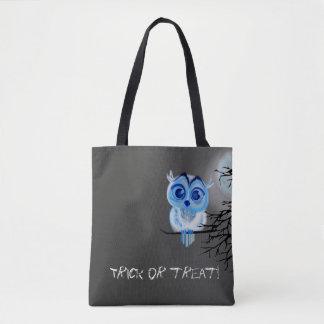 """""""Doçura ou travessura"""" com a coruja do bebê azul Bolsas Tote"""