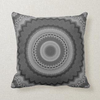Doily preto & branco travesseiro de decoração