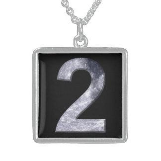 Dois afortunados número de poder lunar da colar com pendente quadrado