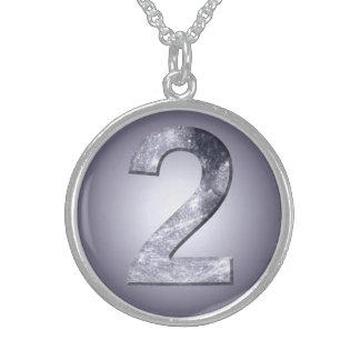 Dois afortunados símbolo lunar colar de prata esterlina