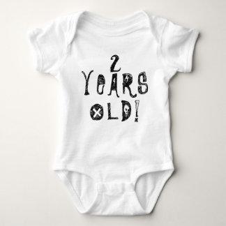 dois anos de rocha bonito velha do crânio do bebê tshirt