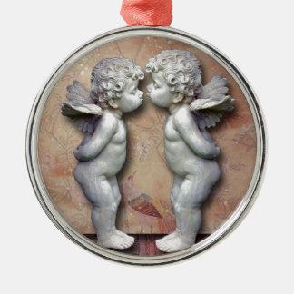 Dois Cupido Loving, arte original Ornamento Redondo Cor Prata