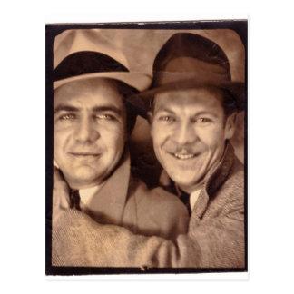 Dois homens na cabine 1933 da foto cartão postal