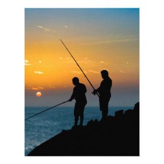 Dois homens que pescam na costa papel timbrado