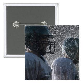 Dois jogadores de futebol americano na chuva, vist bóton quadrado 5.08cm
