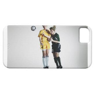 Dois jogadores de futebol fêmeas na direcção do capa para iPhone 5