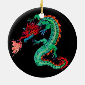 Dragão de respiração do fogo no ornamento do