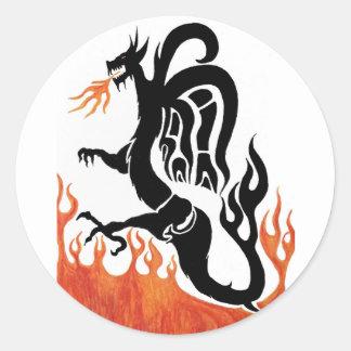 Dragão do fogo adesivo redondo